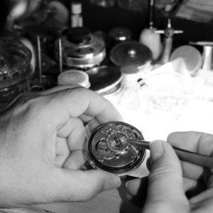 Réparation mécanisme montre gousset atelier
